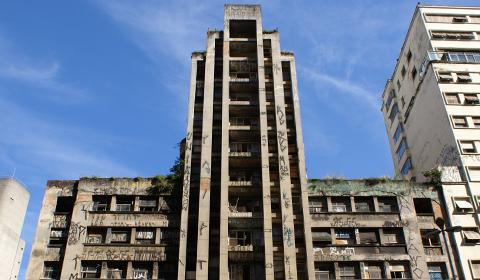 Antigo prédio do INSS na Avenida Nove de Julho, em SP, em precário estado de conservação - Crédito : saopauloantiga
